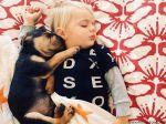Sestas entre cachorro e bebé deliciam internautas